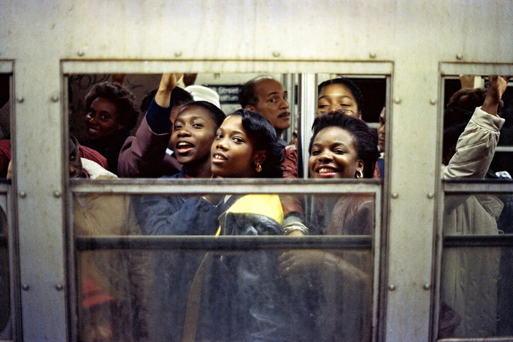 4 jamel shabazz rush hour nyc 1988 copyright jamel shabazz courtesy galerie bene taschen