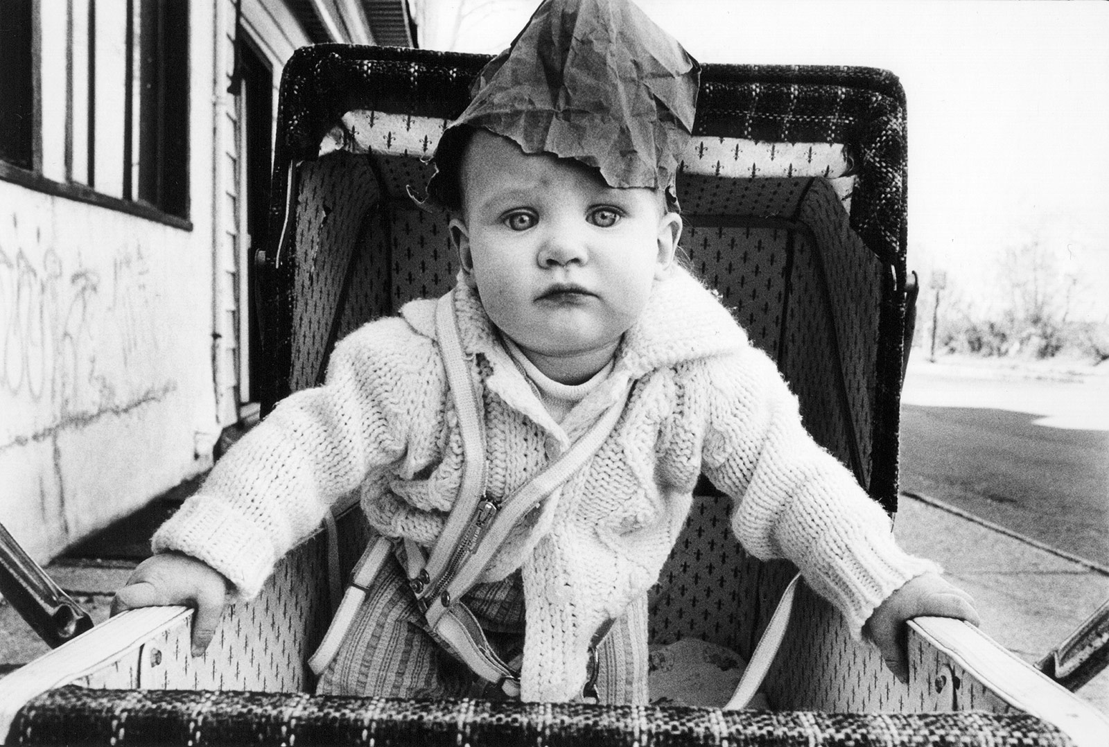 10 arlene gottfried baby with paper bag on head  staten island  1974 copyright arlene gottfried courtesy galerie bene taschen